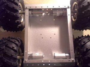 4WD Aluminium Mobile Robot Platform Bild 18: Fertig montierte Bodenplatte