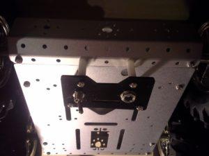 4WD Aluminium Mobile Robot Platform Bild 24: Fertig montierte Halterung und Deckplatte