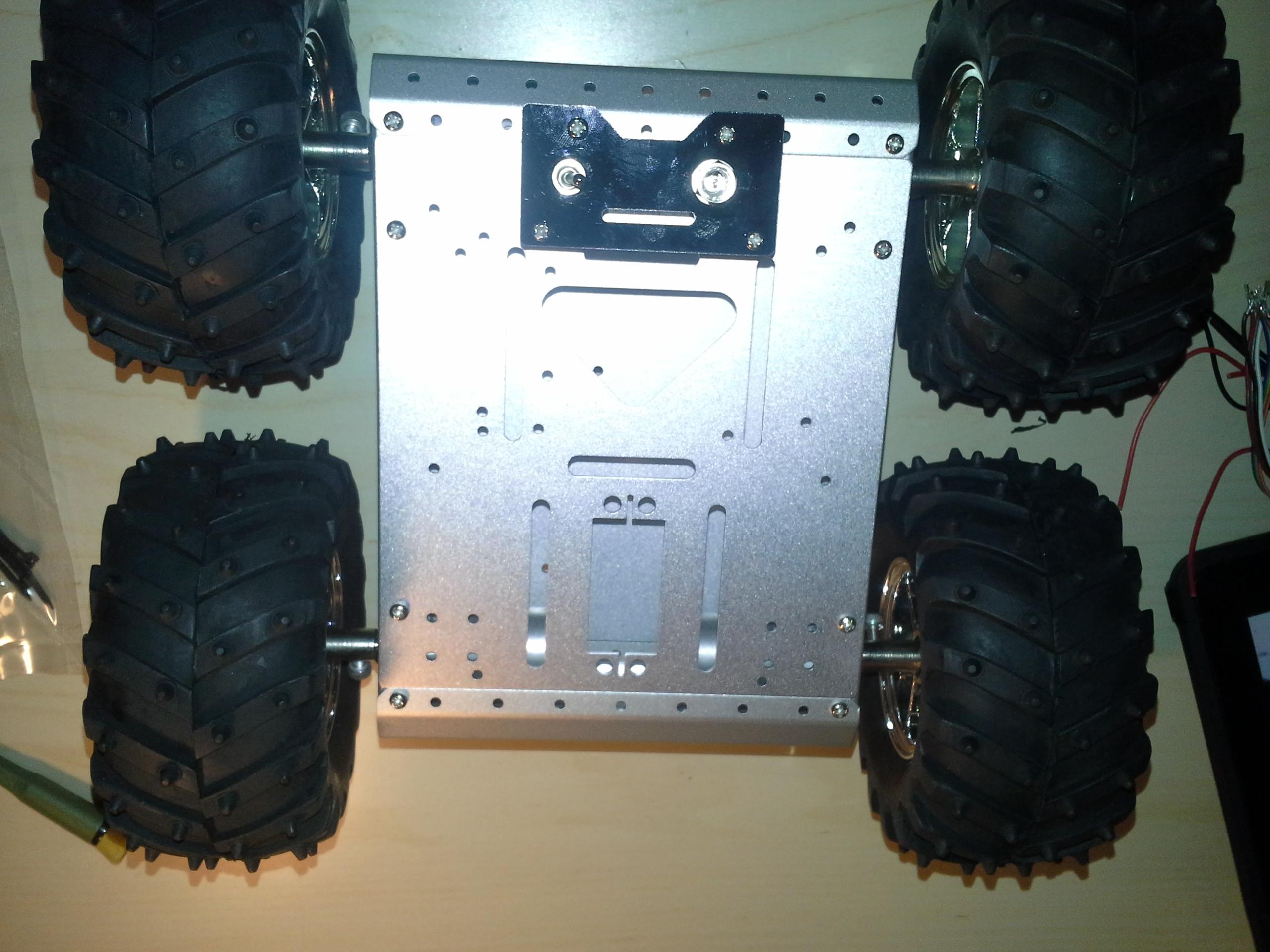 4WD Aluminium Mobile Robot Platform Bild 26: Das fertig montierte Gefährt