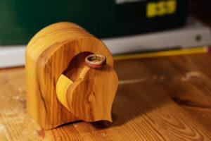 Die fertige Bandsaw Box und der dazugehörige Holzring